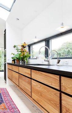 Billedresultat for køkken garde hvalsøe Kitchen Nook, New Kitchen, Kitchen Decor, Kitchen Design, Home Renovation, Home Remodeling, Timber Kitchen, House Inside, Kitchen Interior