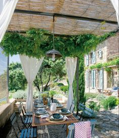 TRÈS CHIC HOUSE: WEEKEND MAGAZINE