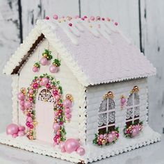 The details are amazing! Truly a work of edible art! Gingerbread House Designs, Gingerbread House Parties, Christmas Gingerbread House, Christmas Sweets, Pink Christmas, Christmas Goodies, Homemade Christmas, Christmas Baking, Christmas Holidays