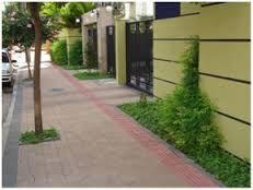 A pavimentação de calçada por particular é exigível mas não executável pois a pessoa não pode ser coagita a tal ato.