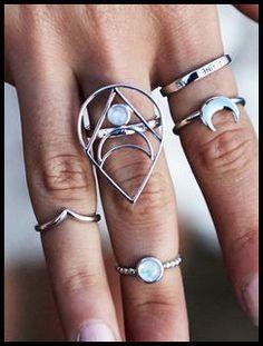 Conjunto de anillos color plata forma de luna