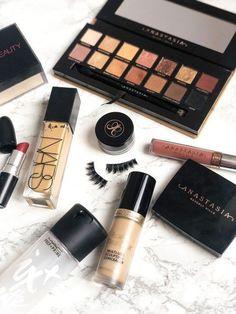 Date Night Makeup Makeup Blog, Love Makeup, Makeup Tips, Under Eye Makeup, High End Makeup, Flawless Makeup, Skin Makeup, Makeup Desk, Makeup Storage