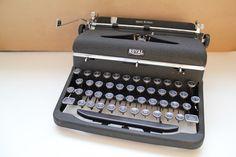 Royal Quiet DeLuxe, Vintage Typewriter