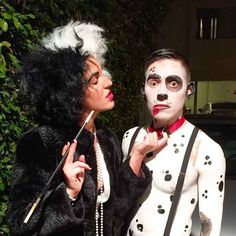Cruella de Vil and a dalmatian 31 Two-Person Costumes Guaranteed To Up Your Halloween Game Easy Adult Halloween Costumes, Mode Halloween, Couples Halloween, Halloween Fashion, Halloween Pranks, Halloween 2018, Halloween Outfits, Halloween Ideas, Halloween Party