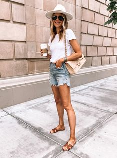 Its a gorgeous day in San Diego so breaking out my favorite denim shorts! Ripped Shorts Outfit, Summer Shorts Outfits, Summer Outfits Women, Dress With Shorts, Outfits With Jean Shorts, Beige Shorts Outfit, Dress Shorts Outfit, Ripped Jean Shorts, Outfit Jeans