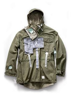 Vintage reversible military parka with photocopied construction details attached by Massimo Osti. From the book Ideas from Massimo Osti. Military Parka, Military Men, Military Fashion, Mens Fashion, Osprey Military, Vintage Military Jacket, Military Jackets, Military Style, Fashion Images