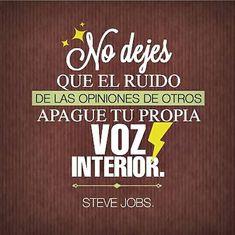 No dejes que el ruido de las opiniones apague tu propia voz interior. Haz lo que amas. Frases de inspiración. Steve Jobs.