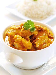 Pollo light al latte e papika Asian Chicken Recipes, Indian Food Recipes, Asian Recipes, Healthy Recipes, Ethnic Recipes, Asian Foods, Pollo Light, University Food, Curry Coco