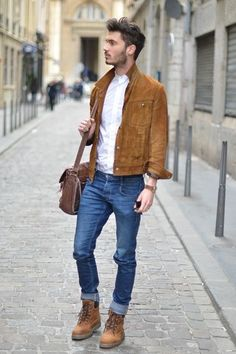 Brown Suede Jacket and Jeans Street Style Men Stylish Men, Men Casual, Smart Casual, Mens Fashion Blog, Men's Fashion, Street Fashion, Fashion Finder, Fashion Guide, Fashion Sites