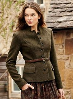 Tweed Military Jacket : Impeccably tailored with a stand collar and French seaming, the herringbone jacket is cut from a velvety fabric of baby alpaca acrylic and polyamide lined. Image Fashion, Look Fashion, Winter Fashion, Womens Fashion, Sporty Fashion, Ski Fashion, Country Outfits, Fall Outfits, Cute Outfits