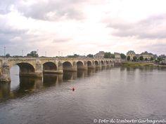 ... ponte stradale in muratura ad 11 arcate sul fiume Loire a Saumur (F) - 03 lug 2010 - © Umberto Garbagnati -