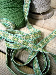 YARN JUNGLE: More wool combing, spinning, dyeing and band weaving Beautiful band!