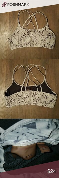 ATHLETA full focus sports bra Light gray and dark gray print  Size XL fits 36B/C to 38C  In great condition! Comes with removable liners Athleta Intimates & Sleepwear Bras