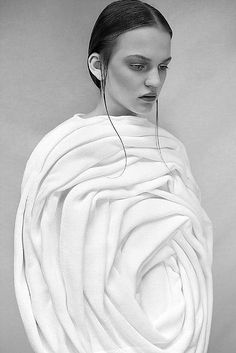 Sculptural rose cocoon dress, surfaces and dimensional fashion design by Elodie Laurent | @vestirelalma