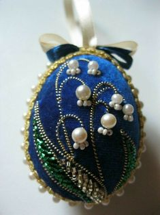 / beaded and embroidered flower brooch / Jewelry Wall, Beaded Jewelry, Handmade Jewelry, Crochet Christmas Ornaments, Beaded Ornaments, Silk Ribbon Embroidery, Embroidery Jewelry, Easter Egg Crafts, Easter Eggs