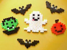 Hama Halloween - Spielwaren-Kröll in Gänserndorf Theme Halloween, Halloween Patterns, Halloween Crafts For Kids, Halloween Design, Halloween Diy, Hama Beads Design, Diy Perler Beads, Perler Bead Art, Melty Bead Patterns