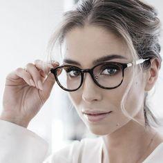 Da gatto, a farfalla, piccoli e tondi o grandi e rettangolari: se state cercando delle idee per dellemontature di occhiali trendy e originali, queste foto potrebbero fare al caso vostro...