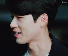 Oh noo. you don't bite your lips that way! Hyun Bin, Korean Men, Korean Actors, Asian Actors, Hyde Jekyll Me, Anime Korea, Drama Gif, Descendents Of The Sun, Smile Gif