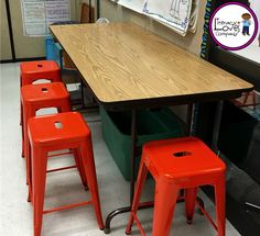 Are you thinking about flexible seating for your classroom? Classroom Stools, Classroom Furniture, Classroom Setup, Classroom Design, Classroom Organization, Classroom Management, Student Centered Classroom, Modern Classroom, Seat Toledo