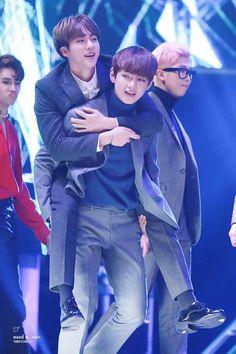 Taejin | Vjin moment very cute. But I see a grumpy Ken (VIXX) behind them, lol. Jin is ignoring his bestie and his bestie doesn't like it ㅋㅋ #Jin #V #BTS