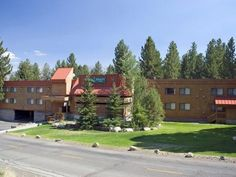 Mammoth Lakes (CA) Quality Inn near Mammoth Mountain Ski Resort United States, North America Quality Inn near Mammoth Mountain Ski Resort is conveniently located in the popular Mammoth Lakes City Center area. The hotel offers guests a range of services and amenities designed to provide comfort and convenience. 24-hour front desk, Wi-Fi in public areas, car park, newspapers, elevator are there for guest's enjoyment. Comfortable guestrooms ensure a good night's sleep with some r...