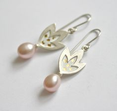 lovely earrings | Blüten-Ohrhänger mit rosa Perlen