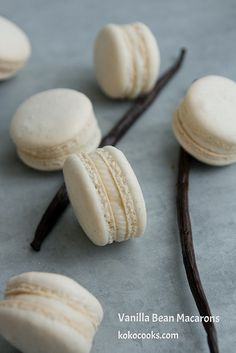 Vanilla Bean Macarons from (Baking Desserts Macarons) Baking Recipes, Cookie Recipes, Dessert Recipes, Just Desserts, Delicious Desserts, Yummy Food, Macaron Cookies, Macaron Cake, French Macaroons