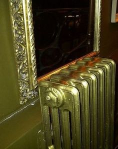 Paint your radiators gold! Traditional Radiators, Stoves, Home Interior Design, Interior Inspiration, Bathroom Ideas, Home Appliances, Diy Projects, Iron, Bathroom Remodeling