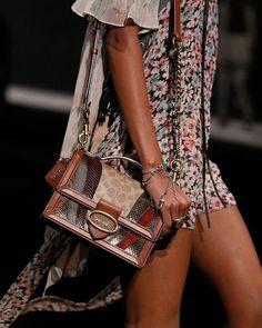 Coach-pre-fall-2019-details Curvy Fashion, Urban Fashion, Womens Fashion, Fashion Edgy, Fashion Black, Fashion Spring, Fashion Styles, Fashion Boots, Sneakers Fashion