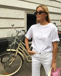 💞 GLOSSIER pop uppp #cphfw #mystyle #ootd #copenhagen #outfit #fashionweek #lookoftheday #fwss #wiw #jeans Covet Fashion, Look Fashion, Fashion Outfits, Fashion Trends, Fashion Spring, Minimalist Fashion, Her Style, Casual Outfits, What To Wear