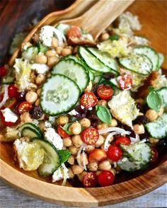 Vegetarian recipes: Chickpea Panzanella #salad