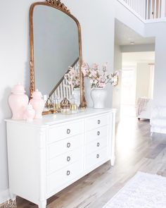 Romantic Home decor Victorian - Home decor Living Room Navy - - Home decor Styles Ikea Hacks Romantic Home Decor, Classic Home Decor, Cute Home Decor, Romantic Homes, Fall Home Decor, Romantic Cottage, Design Your Home, House Design, Anthropologie Mirror