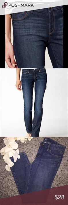 ANN TAYLOR JEANS 👖 LIKE NEW modern fit jeans by Ann Taylor size 4. Inseam 30' Length 40' waist 16' Ann Taylor Jeans Straight Leg