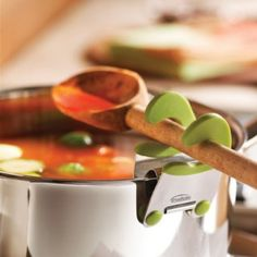 This clip idea is great.  No more storing or cleaning the spoon rest - more compact!  Wonder how it does with a flat handled metal spoon ?