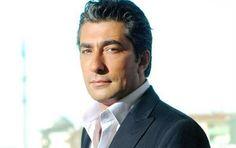 """""""Öyle Bir Geçer Zaman Ki"""" dizisinde Ahmet karakterini canlandıran Tolga Güleç, Bebek'te bir cafeden çıkarken görüntülendi."""