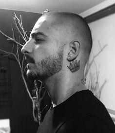 Maluma Map Tattoos, I Tattoo, Tatoos, Neck Tattoo For Guys, Tattoos For Guys, Crown Neck Tattoo, Maluma Style, Behind Ear Tattoos, Joker Images