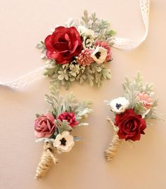 Determining Who Wears Flowers At Wedding For The Best Planning – Bridezilla Flowers Bridesmaid Corsage, Corsage Wedding, Flower Bouquet Wedding, Bridesmaids, Bracelet Corsage, Wrist Corsage, Corsage And Boutonniere Set, Boutonnieres, Wrist Flowers