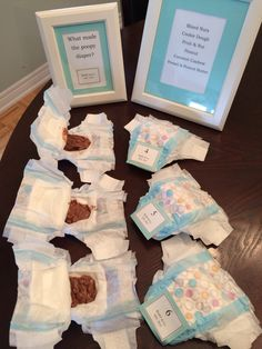 Baby shower game - What made the poopy diaper? / DIY / Tiffany blue wrapping paper / Tiffany theme