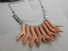 """Collier mains de Barbie """"Douceur"""" en métal argenté : Collier par jennifleur"""