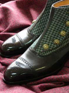 Saint Crispin's button up boot.