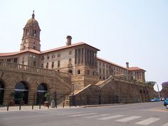 47 The Union Buildings Great Places, Places Ive Been, Edwardian Architecture, Edwin Lutyens, India House, Pretoria, Terrace Garden, Architectural Elements, Nice View