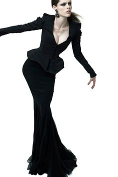 Zac Posen, resort 2012...you know, there's a Morticia Addams-on-vacation vibe to this collection. Not a bad thing, in my eyes.