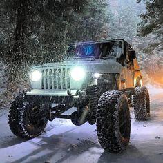 #TJThursday www.jeepbeef.com @_whiteboy_awesome_ ・・・ Another snow shot #goodtime #snow #snowrun #winter #jeep #jeeplife #jeepthing #wheeling #offroad #jeeptj #calidrivenjeeps #shuteyepeak #jeepbeef #jeepbeefafterdark #becausestocksucks #offthegrid