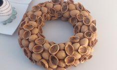 Věnec z ořechových skořápek 30 cm - Vše pro aranžování, zahrádkáře, dekorace Christmas 2019, Christmas Home, Handmade Christmas, Christmas Wreaths, Christmas Decorations, Christmas Ornaments, Wreath Crafts, Diy Wreath, Burlap Wreath