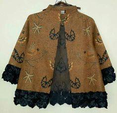 batik sogan Batik Blazer, Blouse Batik, Batik Dress, Kurti Neck Designs, Blouse Designs, Dress Batik Kombinasi, Model Kebaya Modern, Asian Fabric, Batik Kebaya