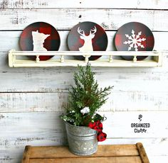 Wooden salad plates turned buffalo checked Christmas decor with stencils by Organized Clutter, featured on Funky Junk Interiors Christmas Plates, Rustic Christmas, Christmas Crafts, Christmas Ideas, Christmas Tree, Diy Christmas Decorations Easy, Holiday Decor, Lawn Decorations, Winter Holiday