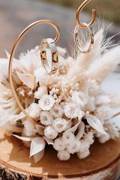 Ring Holder Wedding, Card Box Wedding, Engagement Decorations, Wedding Reception Decorations, Wedding Preparation Checklist, Hanging Flowers Wedding, Outdoor Wedding Favors, Wedding Plates, Wedding Photography Styles