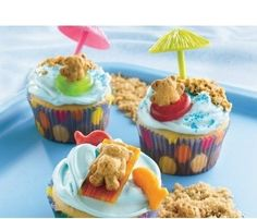 How cute! I made something like this years ago with a gumball to look like a beach ball, but I LOVE the Teddy Grahams