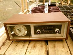 Midcentury Vintage ben klokradio / / Retro jaren 1950 antieke radio