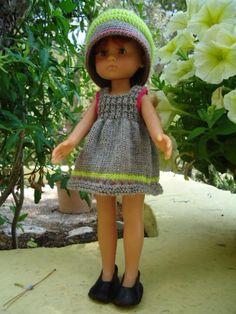 pattern on website Crochet Doll Clothes, Knitted Dolls, Doll Clothes Patterns, Doll Patterns, Pram Toys, Nancy Doll, Doll Wardrobe, Knit Or Crochet, Mannequins